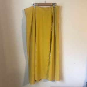 Yellow skirt with button accents